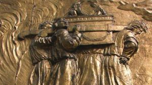 ark-of-the-covenant-relief-2. Wikimedia