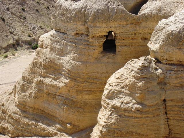 Dead-Sea-Scroll-cave